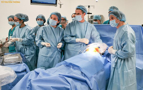 """Nữ bác sĩ BV Phụ sản cùng đồng nghiệp cứu các thai nhi còn trong bụng mẹ bằng kỹ thuật đỉnh cao thế giới: """"Mọi em bé đều có quyền được sống!"""""""