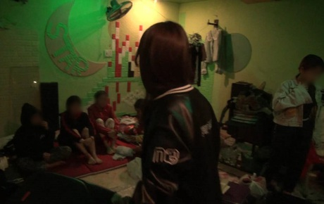 Lời kể hãi hùng của các thiếu nữ bị đánh đập, chích điện ép tiếp khách, bán dâm trong quán karaoke