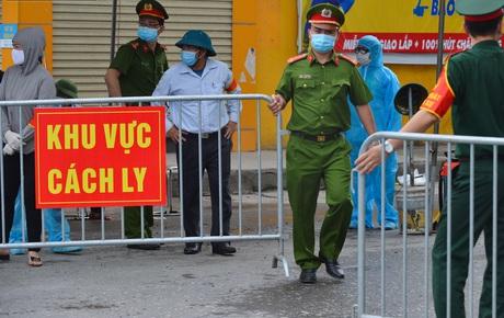 """Hà Nội: Cận cảnh khu vực phong toả 6.000 dân ở Thường Tín, nhiều người đi làm ngỡ ngàng phải """"quay xe"""""""