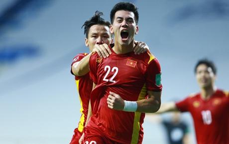 Trực tiếp Malaysia 0-1 Việt Nam: XUẤT SẮC!! Tấn Trường cứu thua không tưởng khiến cầu thủ đội bạn ôm đầu không thể tin nổi