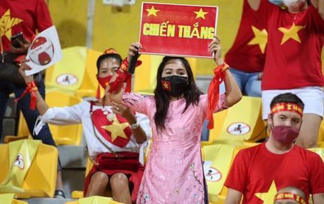 Trực tiếp UAE vs Việt Nam: Fan Việt đổ về sân tiếp lửa cho thầy trò HLV Park Hang-seo