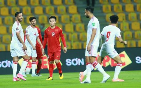 Trực tiếp UAE 1-0 Việt Nam: Đội bạn mở tỷ số từ cơ hội nguy hiểm đầu tiên