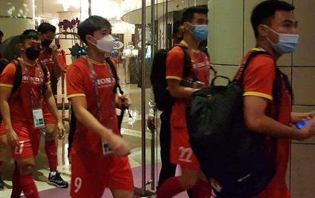 Trực tiếp từ UAE: Tuyển Việt Nam lên đường trở về sau khi giành tấm vé lịch sử, được chia thành 2 nhóm