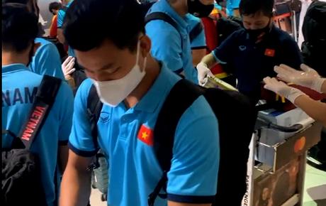 Trực tiếp từ UAE: Tuyển Việt Nam đã có mặt tại sân bay, làm thủ tục chuẩn bị trở về