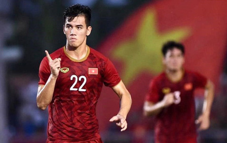 """Báo Trung Quốc """"chê"""" ban huấn luyện đội tuyển Việt Nam không đông đảo và chuyên nghiệp như tuyển Trung Quốc"""