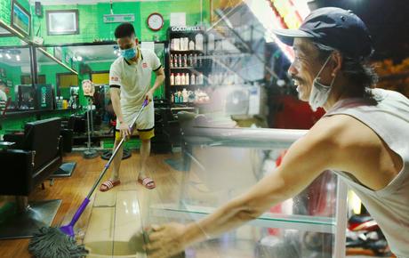 Ảnh: Chủ các hàng quán, tiệm tóc ở Hà Nội phấn khởi dọn dẹp xuyên đêm để chuẩn bị đón khách từ ngày 22/6