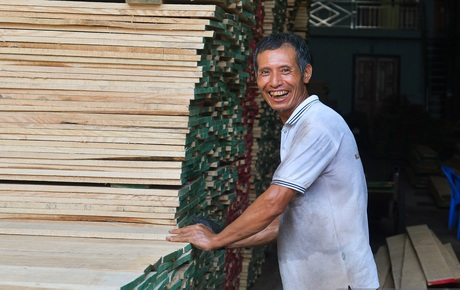 """Vụ Hoài Linh bị tố nợ tiền gỗ xây dựng nhà thờ tổ: Người làng nghề mộc Liên Hà lên tiếng, chính quyền xã khẳng định """"cứng"""""""
