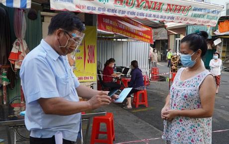 Người dân TP.HCM có thể được phát thẻ đi chợ cách 2-3 ngày/lần