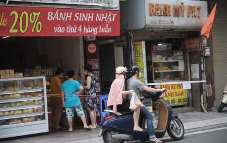 Hàng ăn Hà Nội sát giờ mở cửa: Chỉ mới lác đác vài quán, cảnh tượng vắng vẻ trái với tưởng tượng của dân tình