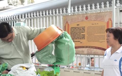 Clip: Người Sài Gòn hào hứng, đổ xô đi đổi rác thải nhựa để lấy gạo