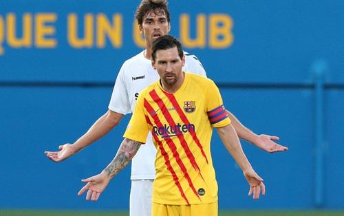 """Bị theo kèm cực """"gắt"""", Messi nổi cáu với anh chàng cầu thủ vô danh"""