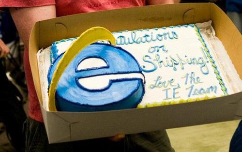 """Chuyện hài làng công nghệ: 3 """"kỳ phùng địch thủ"""" liên tục gửi bánh kem cho nhau mỗi khi ra mắt sản phẩm mới"""