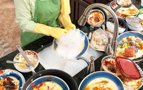 5 thói quen rửa bát không tốt mà nhiều gia đình mắc phải, vô tình tạo điều kiện cho cả ổ vi khuẩn phát triển để gây bệnh