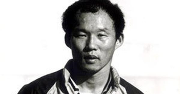 Lộ diện ảnh thời trai trẻ của thầy Park: Phong độ đâu kém gì các học trò đâu!