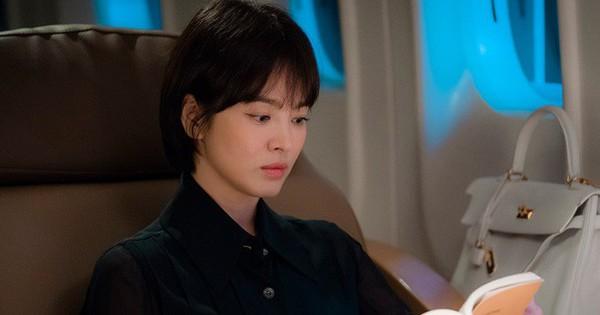 Mê mẩn tạo hình quyền quý của Song Hye Kyo trong phim siêu hot với Park Bo Gum