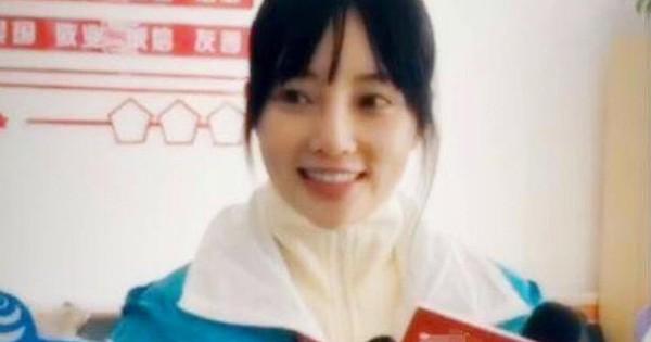 """Lý Tiểu Lộ tươi cười cảm ơn pháp luật trả lại sự trong sạch, netizen gay gắt: """"Thật không biết xấu hổ"""""""