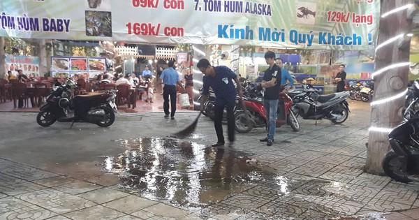 Mâu thuẫn trong lúc lấy xe, nam thực khách bị bảo vệ đâm gục tại quán ăn ở Sài Gòn