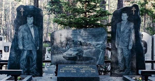 Nghĩa trang mafia tại Nga: Bia mộ chạm khắc toàn thân to như người thật, nhà lầu xe hơi cũng có luôn