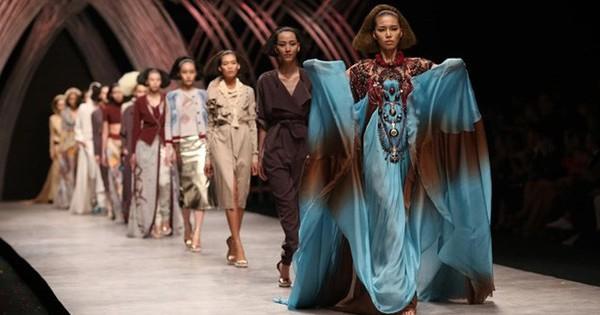 Vietnam International Fashion Week tiếp tục bị loạt người mẫu tố chậm tiền: Thu/Đông đã qua mà catxe mùa Xuân/Hè vẫn chưa thấy!