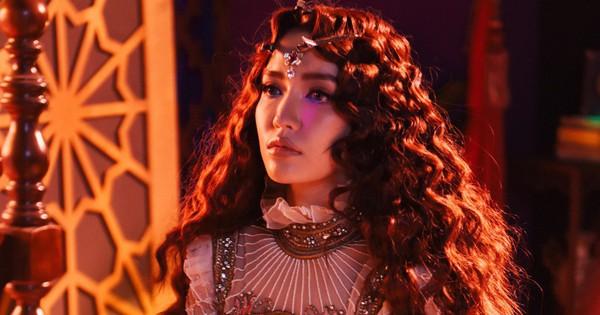 """""""Choáng ngợp"""" với câu chuyện drama của hội chị em """"bà đồng"""" Bích Phương trong MV """"khủng"""" vừa ra mắt -"""