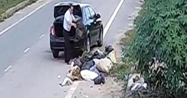 Cựu cán bộ phòng LĐTBXH đi ô tô đổ rác ra đường thanh minh đang dọn nhà nên nhiều rác
