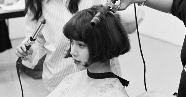Mải tranh cãi về Jennie, dân tình tá hỏa trước hình ảnh Lisa (Black Pink) bất ngờ cắt tóc ngắn cũn cỡn