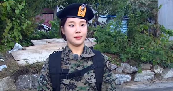 """Cười đùa, thiếu nghiêm túc, """"Idol nữ xấu nhất Kpop"""" liên tục bị nhắc nhở khi tham gia quân ngũ"""
