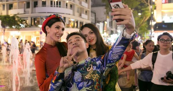 Hương Giang cùng Chị Đại ''Asia''s Next Top Model'' bị vây kín ở phố đi bộ Nguyễn Huệ