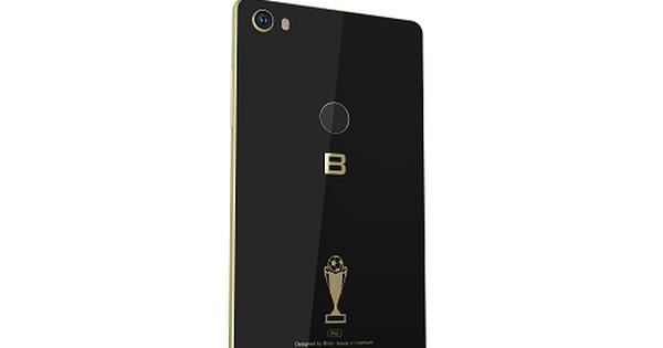 BKAV tung Bphone 3 bản đặc biệt mừng tuyển Việt Nam, in đậm logo cúp vàng và khẩu hiệu