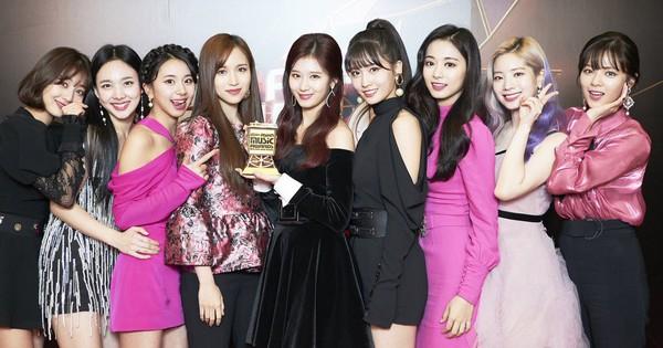 Với giải Daesang tại MAMA 2018, bạn đã biết TWICE vừa phá kỉ lục của Big Bang và 2NE1 chưa?