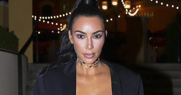 Mặt cứng đơ vì tiêm botox, Kim Kardashian còn tụt điểm nhan sắc vì da bóng loáng như bôi mỡ