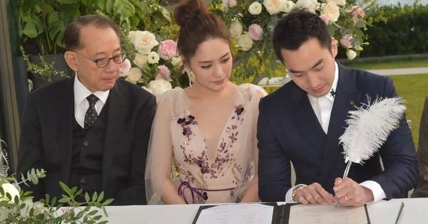 Lễ đăng ký kết hôn của Chung Hân Đồng: Ông trùm quyền lực showbiz Hong Kong ra mặt vì gà cưng