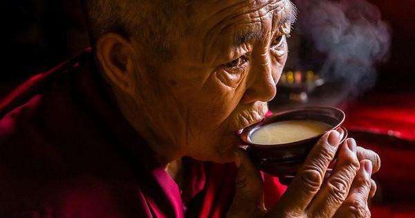 Trà bơ và muối – thức uống phải đi gần 4.000km mới đến nơi, giúp người Tây Tạng tồn tại hàng ngàn năm giữa cao nguyên lạnh giá