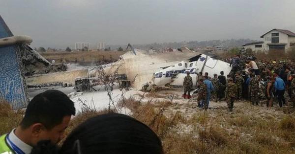 Ảnh: Hiện trường vụ máy bay gặp nạn khi hạ cánh ở Nepal, 50 người chết