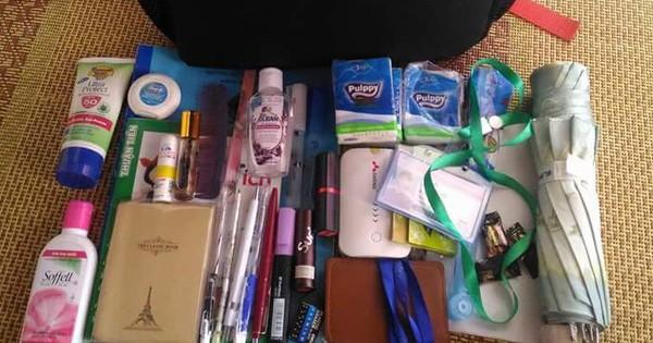 Bên trong những chiếc túi của hội chị em là cả một cửa tiệm tạp hóa cái gì cũng có