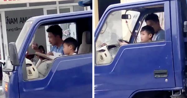Thanh Hóa: Con trai tuổi nhi đồng chở bố đi dạo phố bằng xe tải