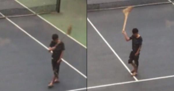Clip: Khi bạn đang thất tình nhưng cấp trên lại bắt đi quét sân tennis thì thần thái phải như thanh niên này