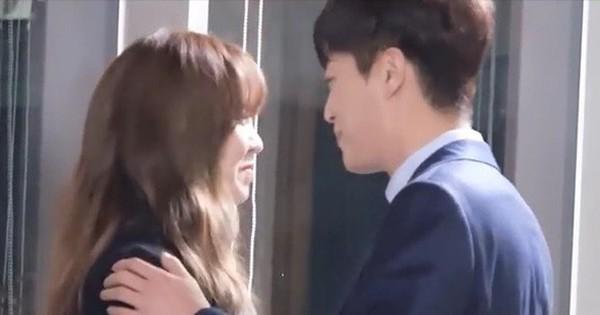 """""""Người yêu Kim So Hyun"""": Hễ đóng cảnh hôn là tay đập chân run, chạy mất dép, gọi không về"""
