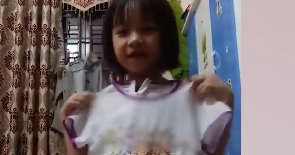 Bé gái đáng yêu livestream bán quần áo chuyên nghiệp không thua gì hot girl và hội mẹ bỉm sữa