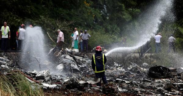 Ảnh: Hiện trường vụ rơi máy bay chở hơn 100 người ở Cuba
