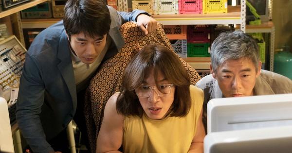 """""""Thám Tử Gà Mơ"""" của Lee Kwang Soo đánh bại """"Jurassic World"""""""