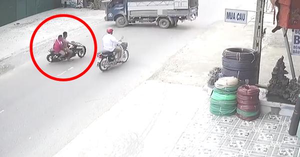 Clip: Không làm chủ tốc độ, hai thanh niên đi Exciter đâm trực diện xe tải đang quay đầu