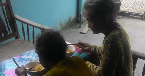 Góc tri kỷ: Hai bà cụ dắt nhau đi ăn mỳ tôm, vừa ăn vừa hỏi han tâm sự khiến dân mạng ước gì mình có bạn thân như thế