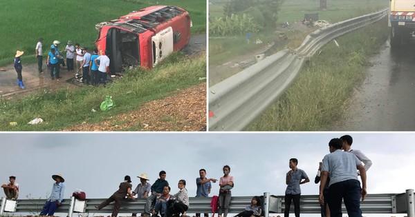 Hà Nội: Xe khách lao qua dải phân cách cao tốc rồi lật ngang, hàng chục hành khách may mắn thoát chết