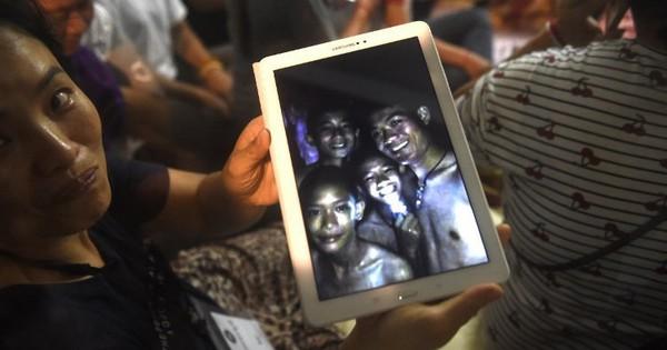 Làm thế nào đội bóng trẻ Thái Lan sống sót sau 9 ngày kẹt dưới hang?