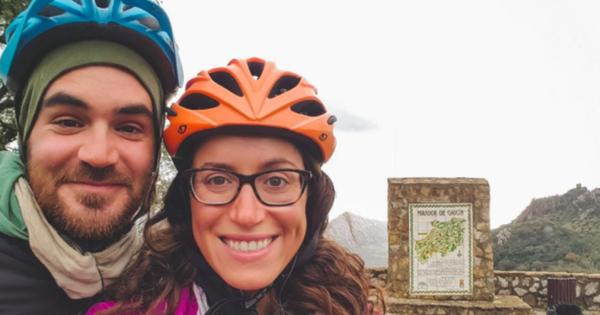 Cặp đôi trẻ đạp xe qua địa phận của IS để tuyên truyền niềm tin tốt đẹp vào nhân loại, không may bị phiến quân sát hại ngay sau đó