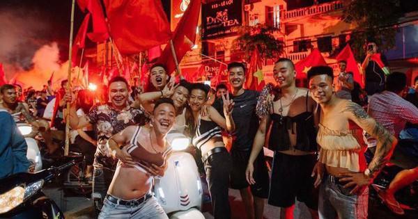 Nhóm thanh niên vai u thịt bắp sẵn sàng mặc váy và bikini xuống đường ăn mừng đội nhà thắng tứ kết ASIAD