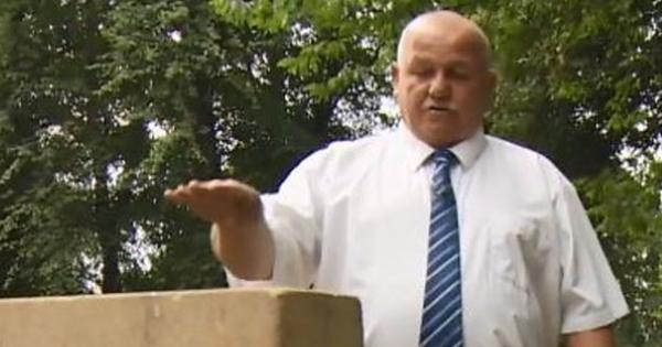 Anh: Ông lão tội nghiệp đi thăm nhầm mộ con gái suốt 30 năm mà không hay biết