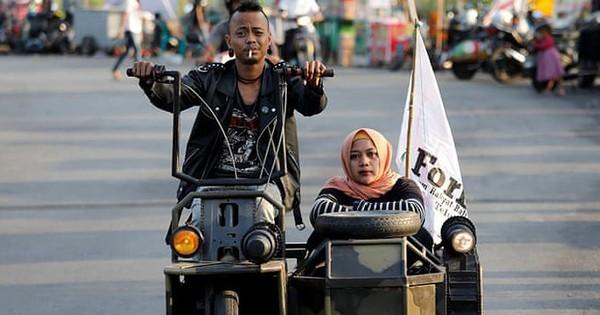 Không phải trường quay phim tận thế đâu, khung cảnh bụi bặm dưới đây là Lễ hội xe Vespa ở Indonesia đấy!