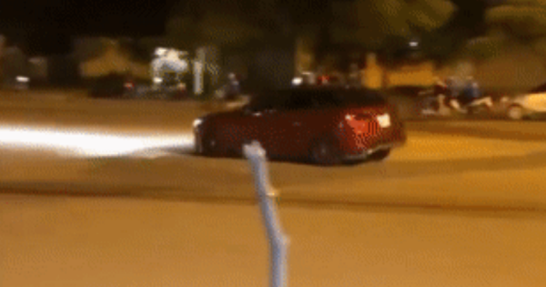 Truy tìm tài xế ô tô Mazda rú ga, nẹt pô, đánh võng ngược chiều trên phố Hà Nội